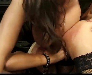 Lesbian Dom having fun with 2 other lesbians & fucking them