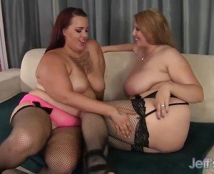 Horny plumpers Angel and Phoenixxx hot lesbian sex
