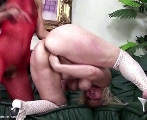 Mature mom fisted hard by young lesbian girl