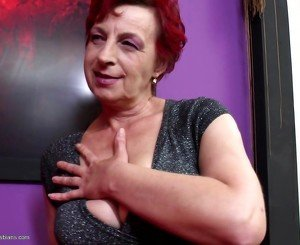 Old lesbian moms and wifes fuck young lesbians