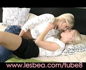 Lesbea Blonde teen fingers mature blonde's soaking wet pussy to orgasm