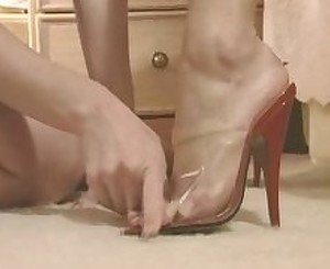 Carrie Jones and Goldie McHawn in 'Kerry's foot fantasies'