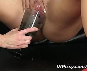 Anal loving hottie shoots pee from her ass