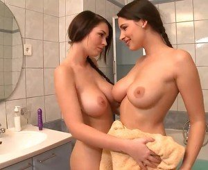 Perfect Euro Lesbians Zafira & Antonia Bang to Orgasm in the Bath