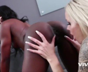 2 bitches get down for some lesbo action